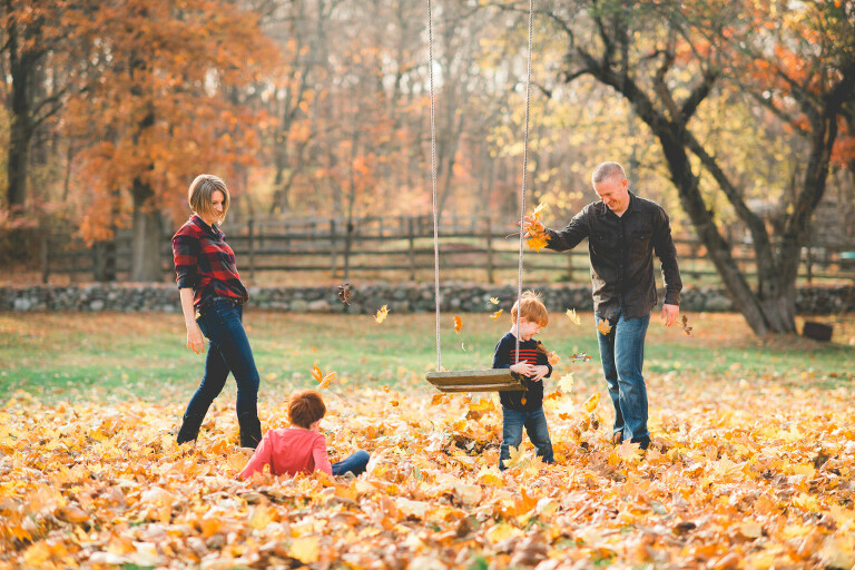 Long-Island-Fall-Family-Photos-playing-leaves-swing