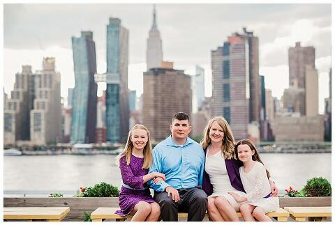 Family Photos Gantry Park manhattan skyline